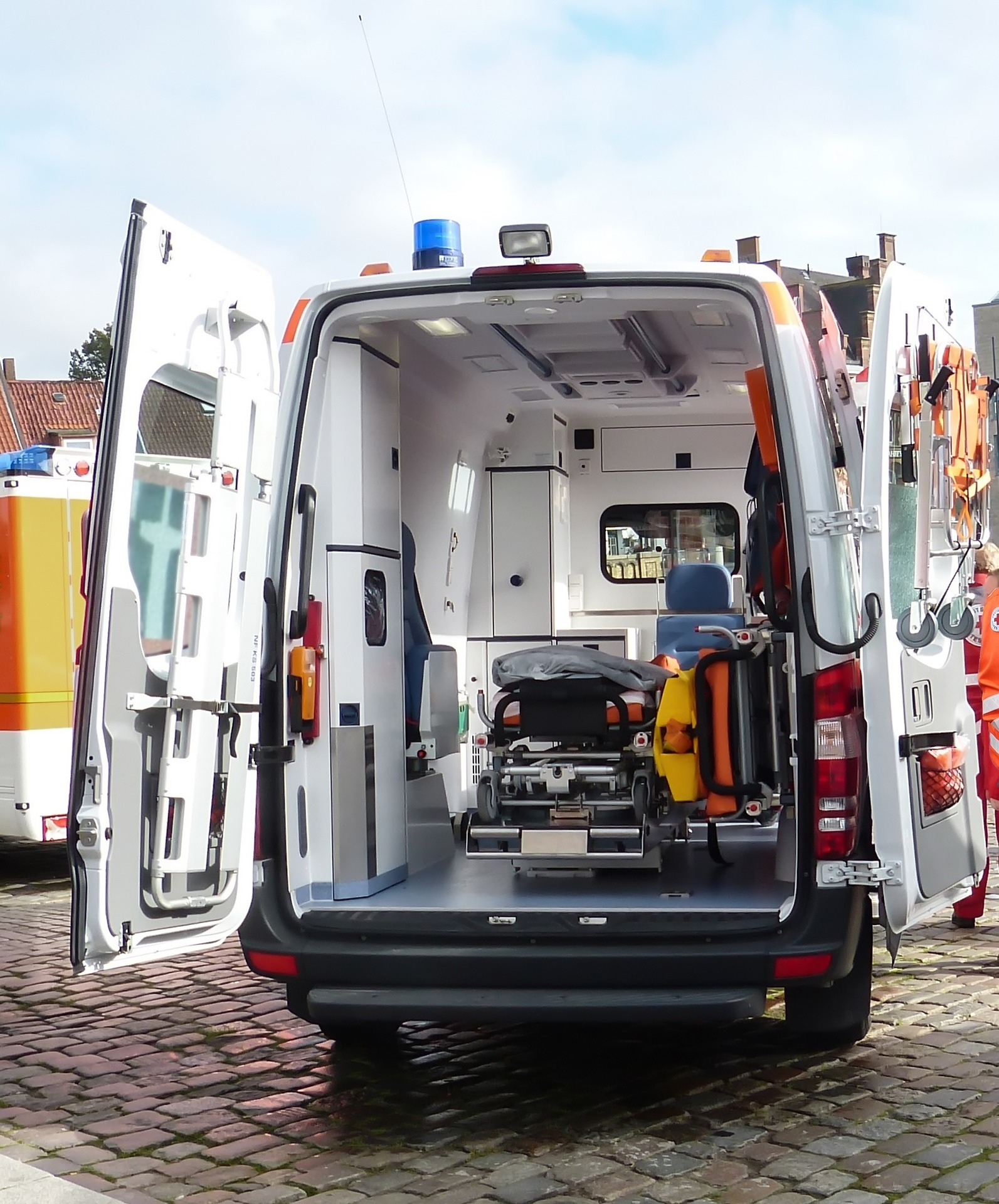 When Should You Take an Ambulance to the Hospital After a Car