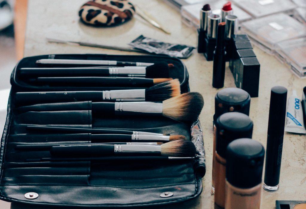 make-up-1209798_1920-1024x700