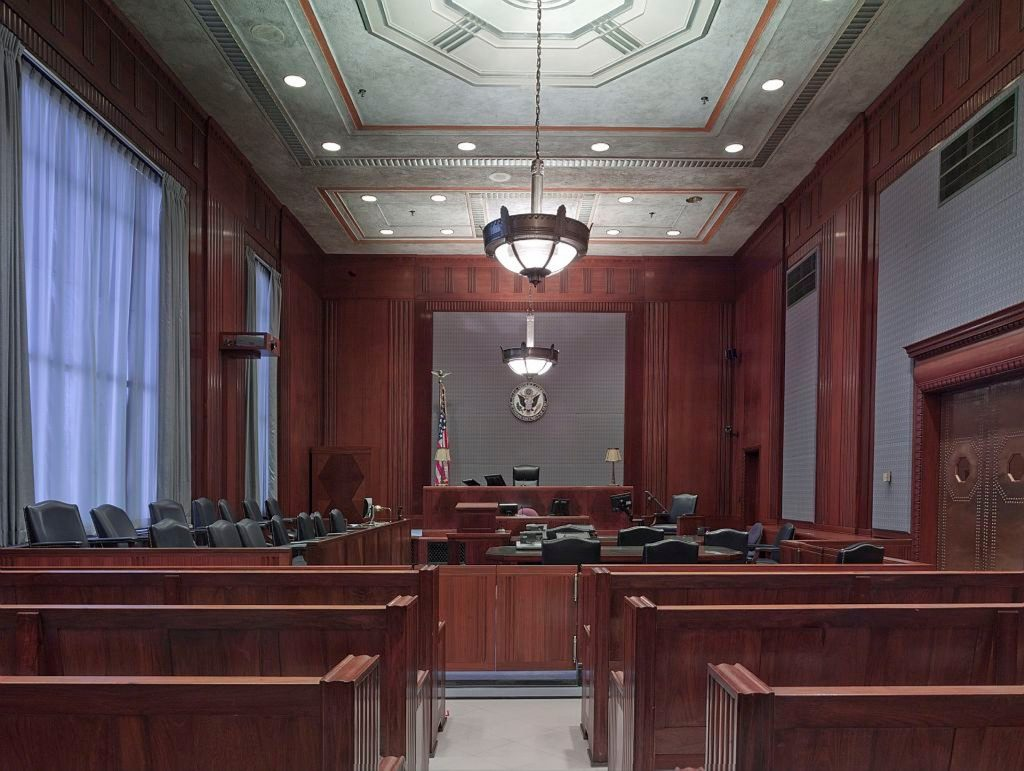 courtroom-898931_1920-3-1024x771