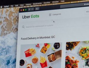 uber-eats-zV95GVlaVqY-unsplash-3-300x230